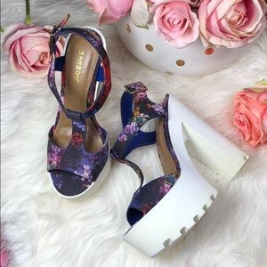 NIB Blue Floral Platform Strappy Heels 6.5